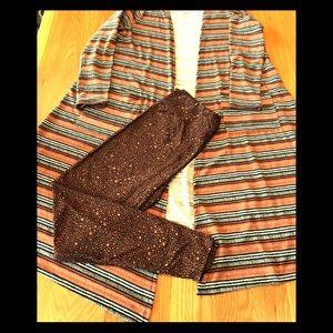 2 Piece LuLaRoe outfit. Med Sarah/TC Leggings